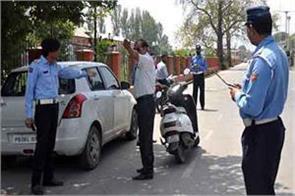 traffic cop beaten by locals at lal chowk srinagar