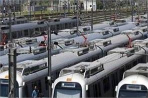 delhi metro workers threaten to strike