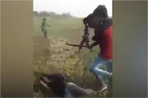 the mob beat the 2 men s fiercely the viral on the video s social media