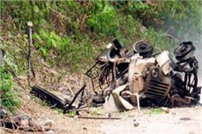 suspected maoists blow 13 vehicles in west singhbhum
