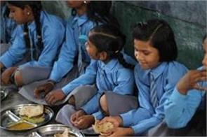 80 children sick from eating mid day meal in karnataka