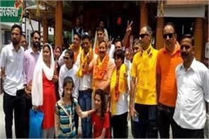 everest winners were welcomed by local people