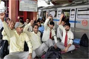 delhi metro 9000 employees on strike