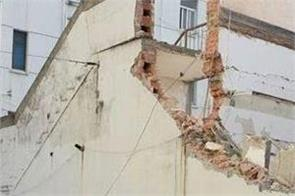 under construction building collapse in delhi