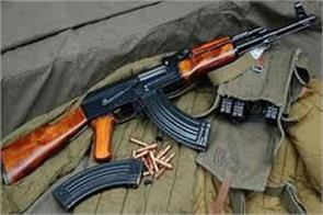 militants snatch rifle from crpf jawan