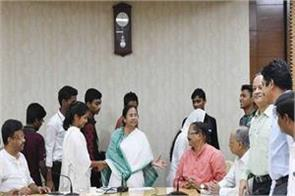 mamta banerjee supported kejriwal while sitting in the office of the lg