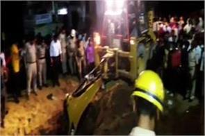 bareilly 5 laborers die after climbing the soil during the telephone line