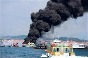 spain fire in boat carrying tourists 5 wounded