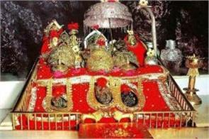 pilgrim will be wearing helmet on mata vaishno devi yatra