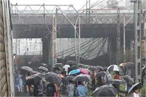 mumbai foot over bridge slab dropped near andheri