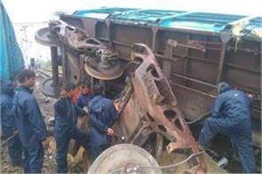 good train derailed in amethi trains cancelled