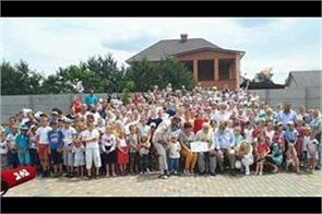 this is the world s largest family