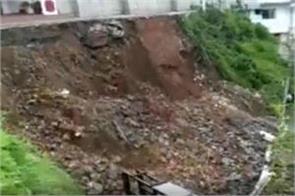 landslides in mussoorie due to heavy rain