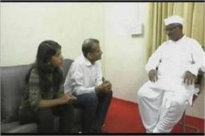 kejriwal daughter met anna hazare