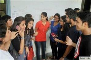delhi university students academic session ragging