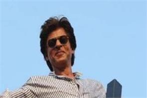 shahrukh khan is doing traffic control in assam