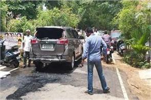 dinakaran car attacked with petrol bomb