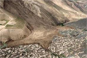 10 dead many houses destroyed by landslides in afghanistan