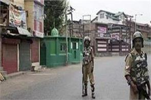 restrictions like curfew in srinagar