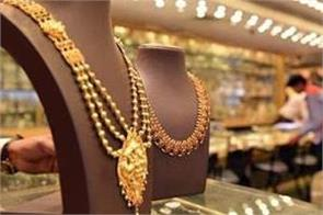 gold maintains downtrend on weak global cues muted demand