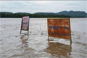 ganga yamuna water level reaching danger mark due to heavy rains