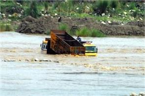 tipper driver caught in flood in kathua