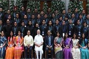 pm modi discusses with 176 new ias officers