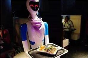 robots working in the restaurant serving miners see video