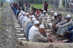protest against r b dept in kashmir