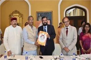 cm meets businessmen in mumbai