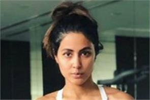 hina khan flaunts her toned body
