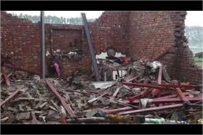 two people fall into the rubble of houses collapsed