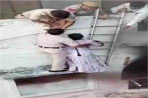 delhi police save couple in daring operation