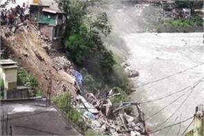 3 shops drown into river due to landslide