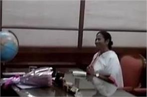 mamata banerjee meets lal krishna advani in parliament