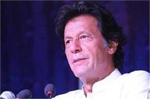 imran khan invites aamir kapil gavaskar to oath ceremony