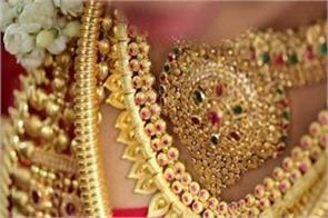 gold extends gains on jeweller buying global cues