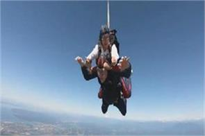 100 year old celebrates birthday by skydiving