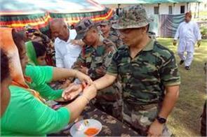 women defense welfare association tied rakhi to soldier on border