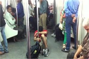 rs 38 lakh penalty imposed on those who sit on metro floor