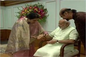 sister kamar mohsin sheikh tying rakhi to narendra modi