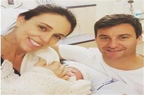 new zealand s pm back to work after maternity leave