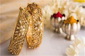 gold recovers on jewellers  buying silver weakens