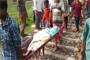 mother jumped ahead of train with innocent daughter