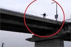 in love affair girl will jump on the railway bridge