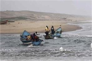 pakistani boat caught on the coast of gujarat