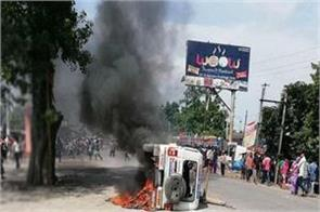 peoples angry on 2 people killed on road accident