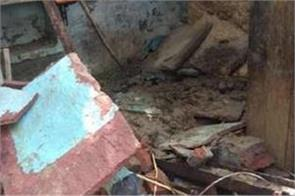 one person died due to falling water in mainpuri due to rain 2 injured