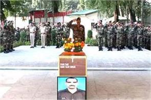 army paid tribute to martyr vijay kumar