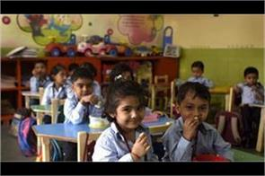 teachers parents not share information with the government  aap